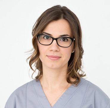 dr raluca juncar clinica maxilomed oradea medic specialist protetica dentara
